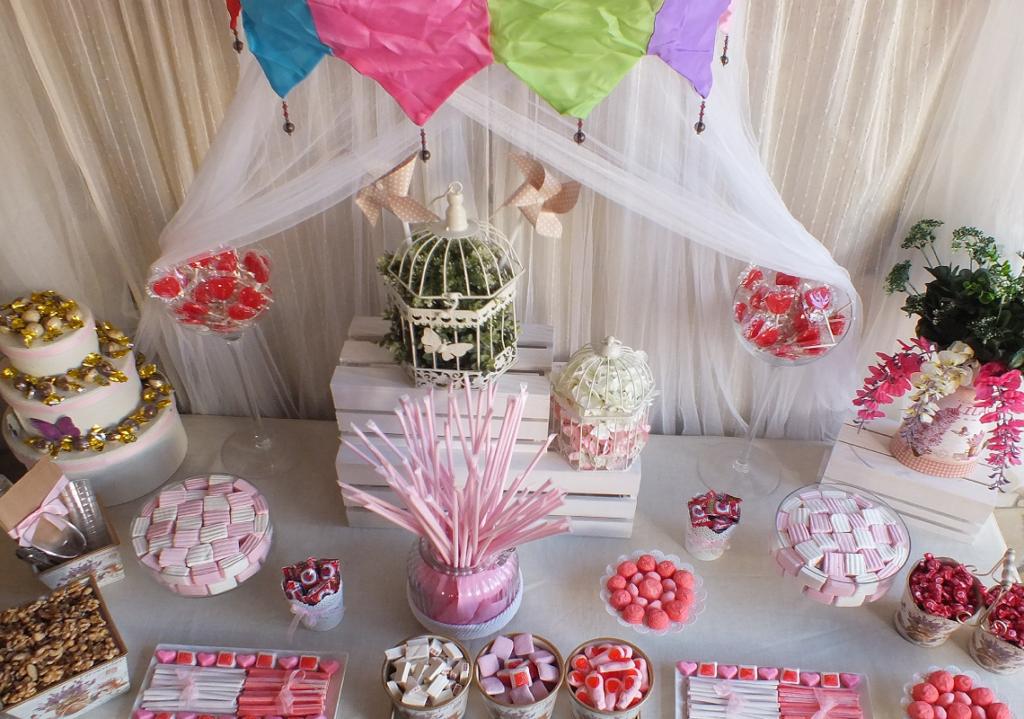 Mesa de chuches en Sotograndepara una boda sencilla y a la vez romantica